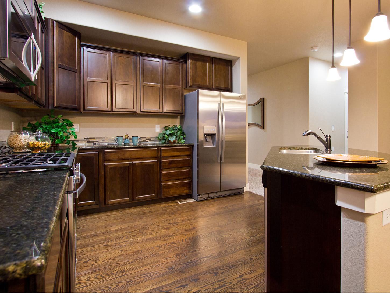 06-glendale-fort_collins-kitchen-new_home_builder