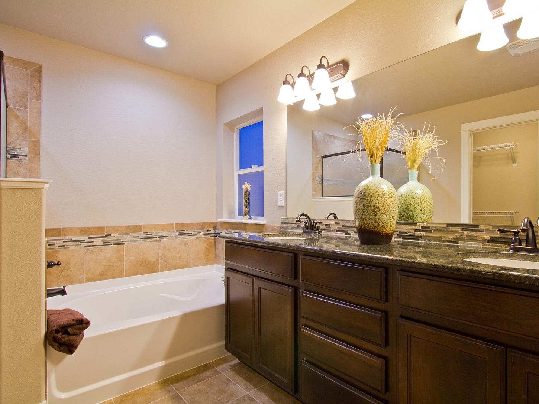 18-glendale-fort_collins-master_bathroom-new_construction