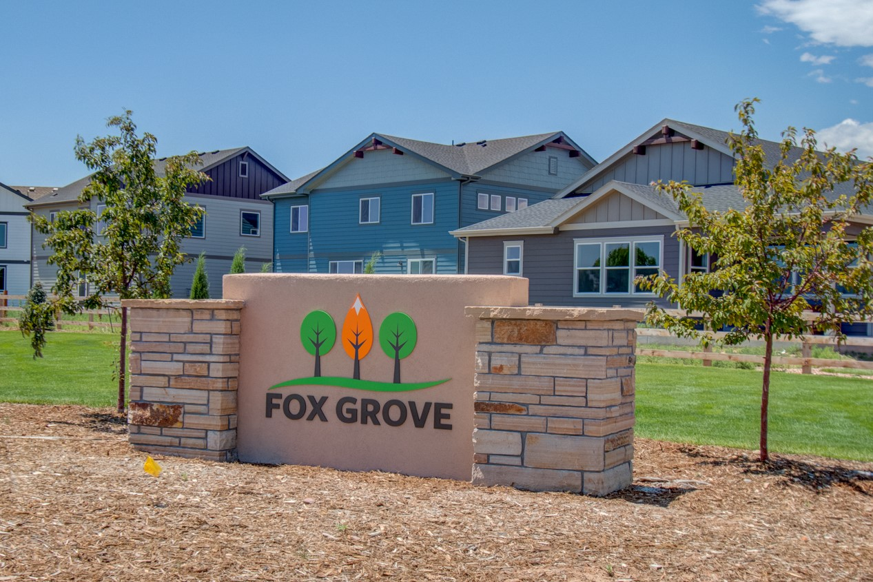 02_fox_grove_new_home_monument_sign_for_constant_contact