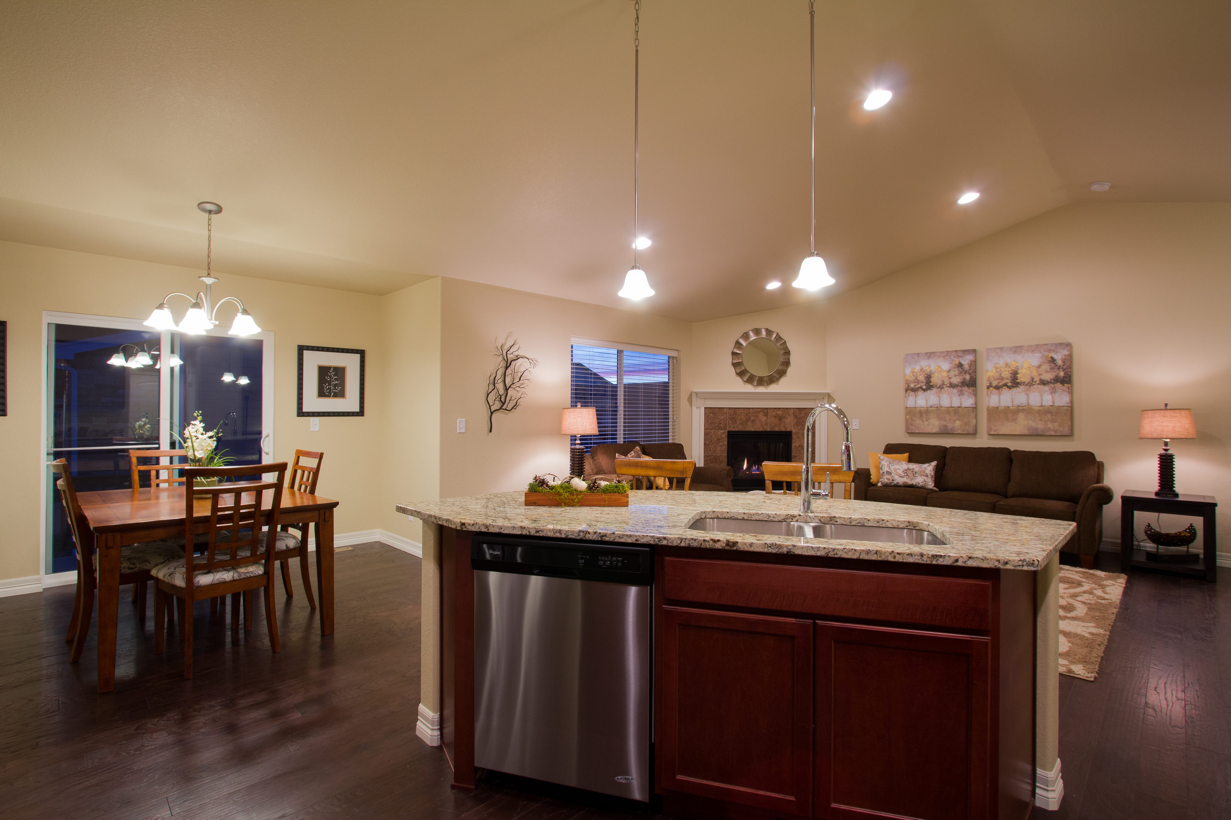 08-silverthorne-milliken-kitchen_dining-new_home_community