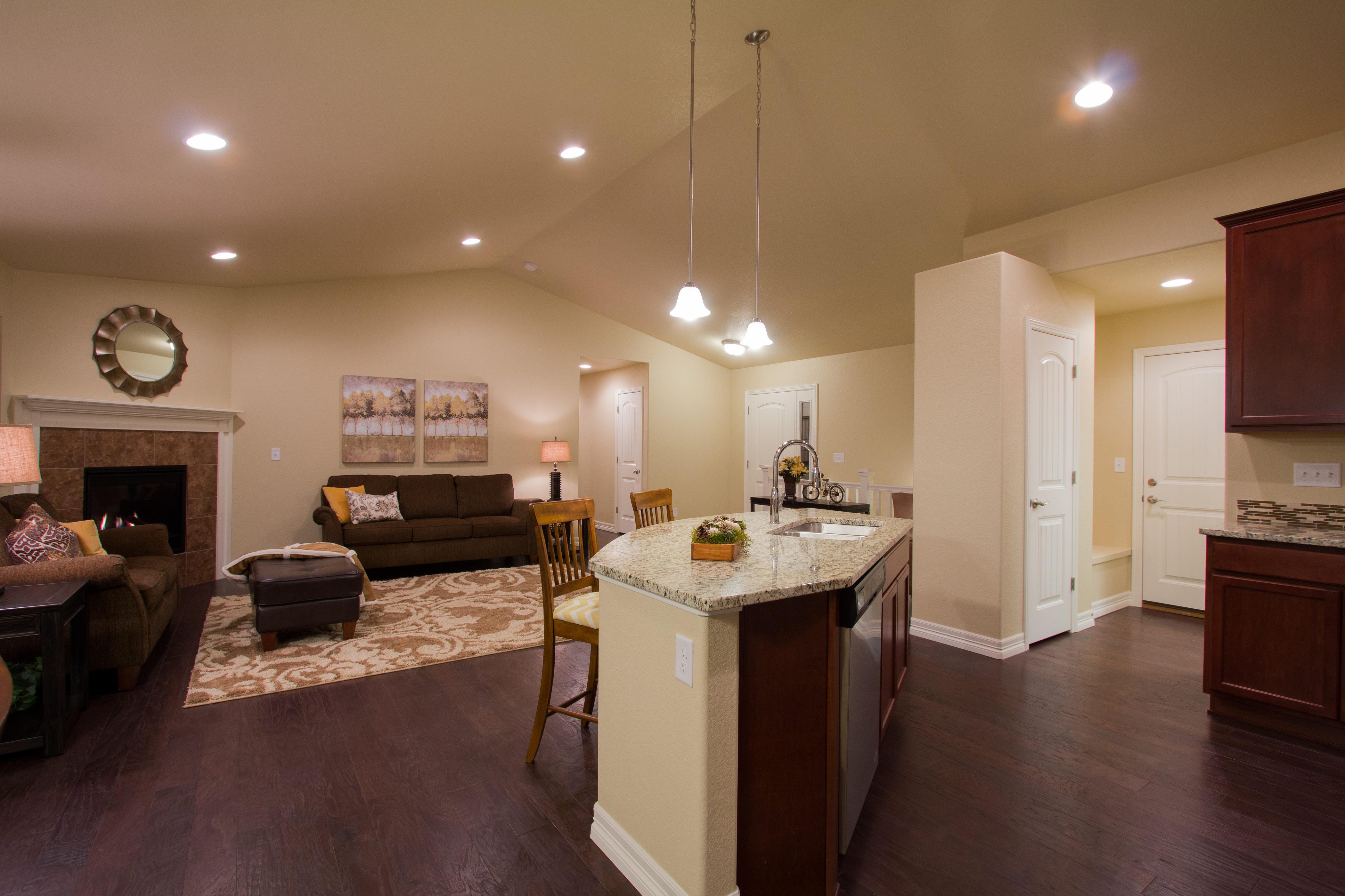 09-silverthorne-milliken-kitchen_great_room-new_home_builder