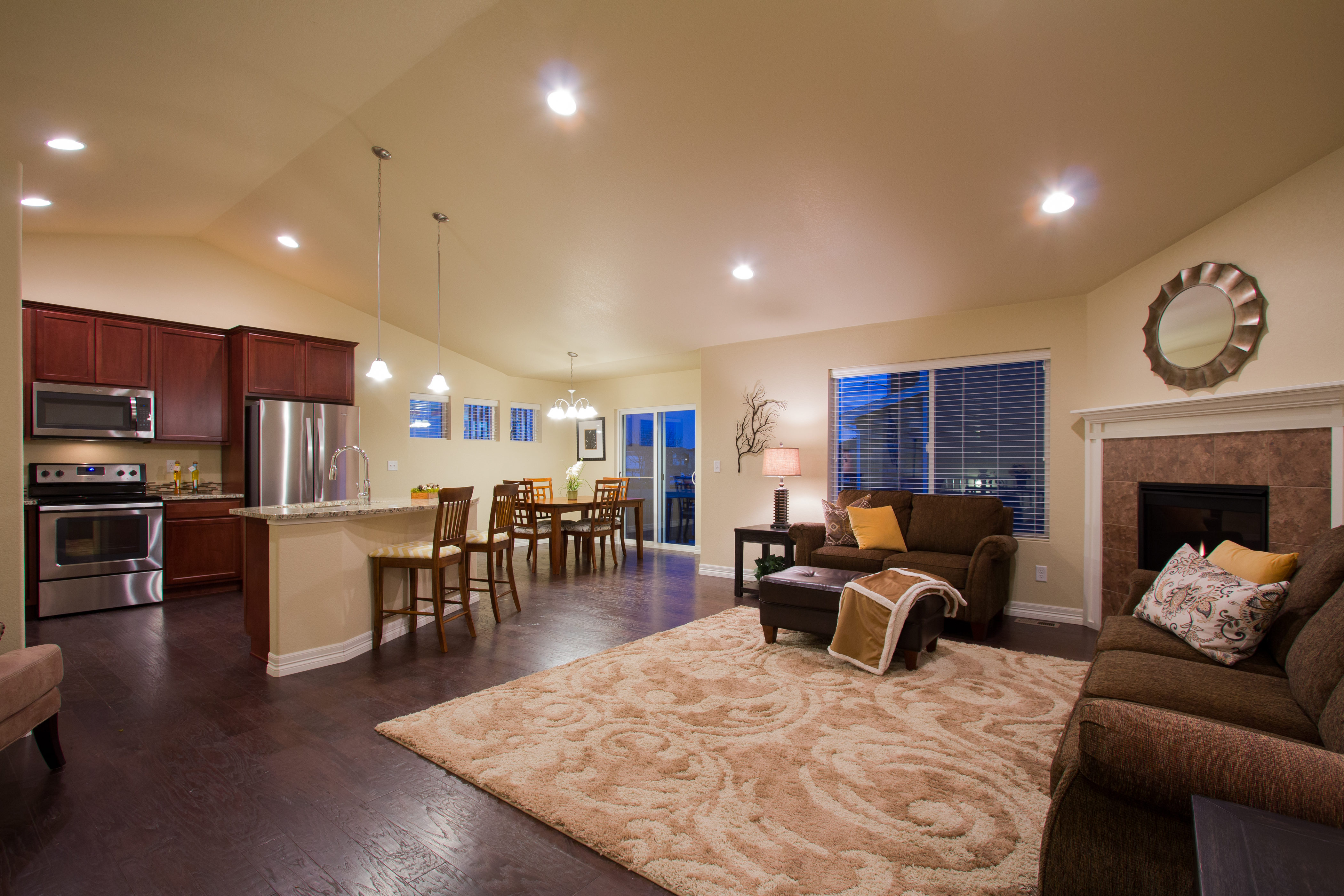15-silverthorne-milliken-great_room_kitchen_area-new_home_community