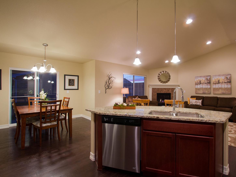 08-silverthorne-loveland-kitchen_dining-new_home_community