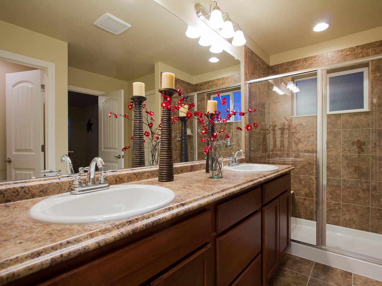18-silverthorne-loveland-master_bathroom-new_houses_for_sale